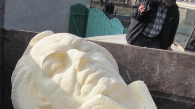 ukraine-kutuzov-monument-demoliotion.si