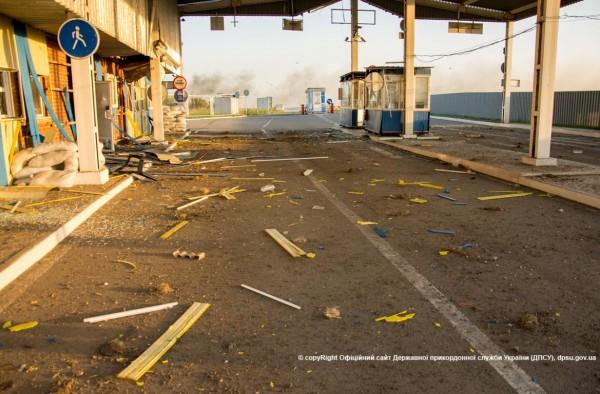 140606-marinovka-checkpoint-smashed-e140