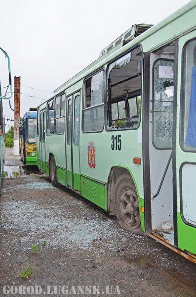140708-shrapnel-bus-lugansk-2.jpg