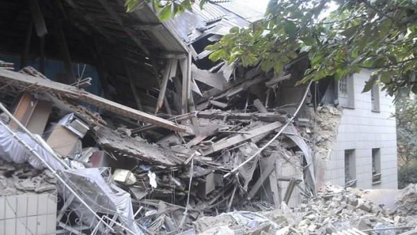 140715-snezhnoye-bombing-3-e140542082743